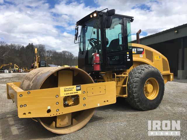 2015 Cat CS56B Vibratory Single Drum Compactor.jpg